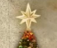 Estella solar en arbol navideño.jpg